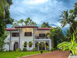 Luxury Five Bedroom Villa with Tropical Garden