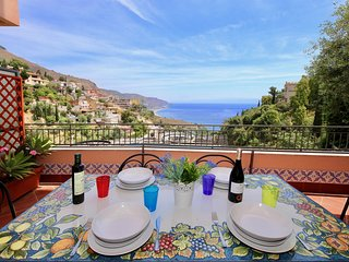 Roomy apartment in Taormina with sea front terrace