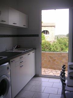 La cuisine et son balcon