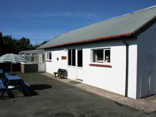 Ramsey Lodge, Coastal Bunkhouse Sleeps 16
