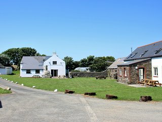 View across the grounds at Newgale Lodge.