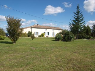 Five bedroom farmhouse, large pool and garden, spectacular views, near the coast