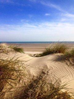 La vasta spiaggia di sabbia a pochi passi da Marsh View Cottage, Camber Sands