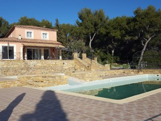 Superbe maison 5 chambres, vue mer, piscine, 2 hectares de terrain.