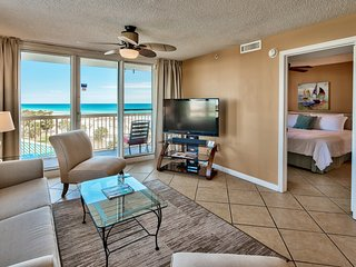 2BR Upscale Beachfront at Pelican, Ocean View, Pools Beach Chairs, Wifi, Netflix