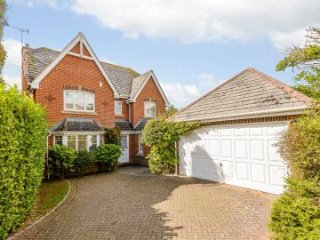 Detached 5 Bedroom, 3 Bathroom House Centre of Royal Windsor