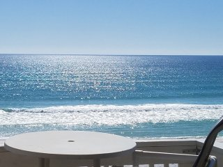Beach Front TownHome, Peak season all 4 Bedrooms, Off Seaso 2 Bedroom Available