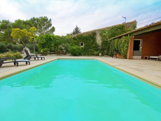 4 bedroom Villa in Graveson, Provence-Alpes-Côte d'Azur, France : ref 5514316