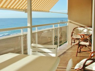 CM107 - Panoramic sea views in first line to the beach
