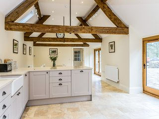 Luxurious & Spacious Barn Conversion with 6 En-Suite Bedrooms