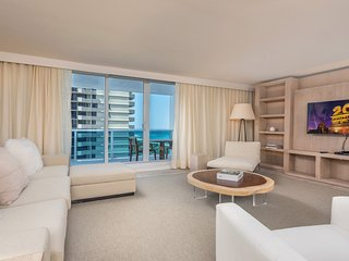 Luxurious Condo Hotel 2/2.5 Beachfront Unit 915