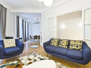 Amazing Apartment for 6 guests at Champs-Elysees