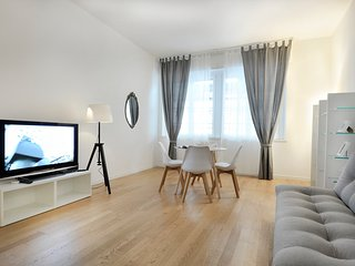 Elegant 2bdr apartment in the heart of the city