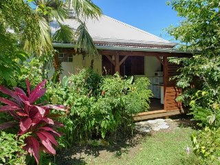 Ylang, small bungalow for two in a tropical garden