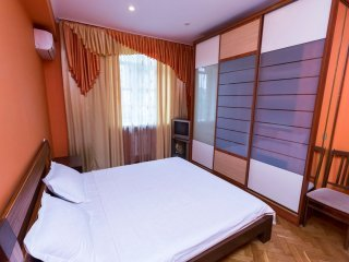 Two bedrooms. 2-4/7 Pushkins'ka St. Centre of Kiev