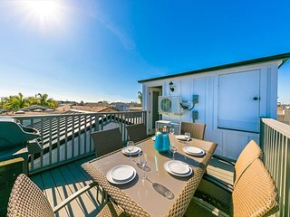 20% OFF NOV/DEC - Newly Remodeled Modern Home, Amazing Location, Rooftop Deck