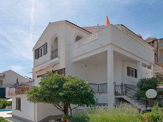 4 bedroom Villa in Okrug Donji, Splitsko-Dalmatinska Županija, Croatia : ref 556