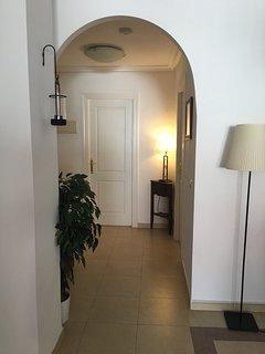 Archway between lounge/hallway/kitchen