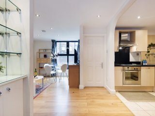 Cosy Point West Cromwell Road Apartment - SRG