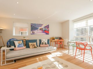 Stylish 2 Bed 2 Bath in the Heart of the City