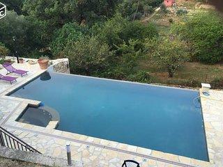Bel Appartement ds villa Piscine privée jacuzzi le Rouret