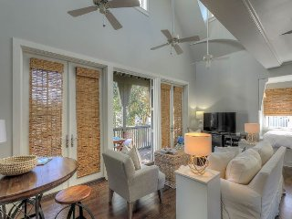 Abaco Pearl Carriage House - 1 minute walk to the beach!