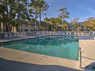 NEW! 2BR Hilton Head Condo Steps From Beach w/Pool