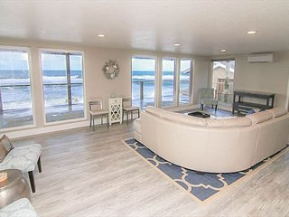 Oceanfront Luxury with a Private Staircase to the Sea at Bella Beach!