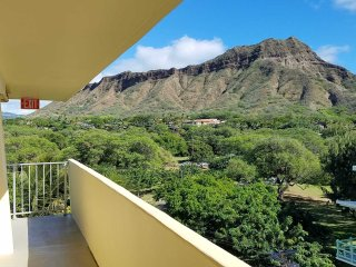 Diamond Head Beach - Queen Studio with Balcony / Ocean View