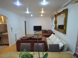West Kensington W14 4bedroom apartment great location 10 mins Central London