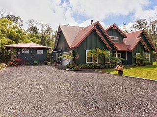 Dancing Bamboo Cottage - Minutes from Hawaii Volcanoes National Park!