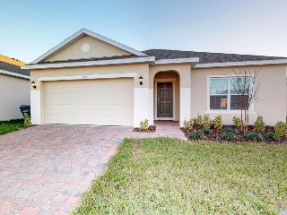 Brand-new, spacious home w/ furnished lanai & private pool - close to Disney!