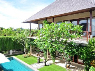 Villa Tenang - 5 Bedroom Holiday Private Pool Villa, Staff, Relax!