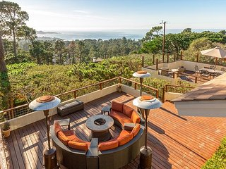 4BR w/ Panoramic Bay & Ocean Views - Private Hot Tub & Sprawling Deck