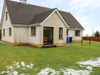 43 ROSEBANK COURT, en-suite bedroom, pet-friendly, views of Ballyliffin Golf Cou