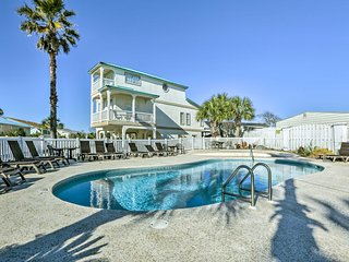 NEW! 3BR Panama City Beach Townhome-Walk to Beach