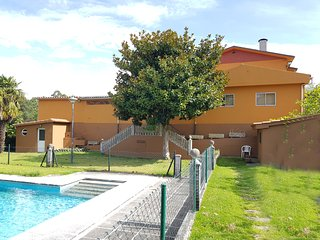 Large country house with pool near the sea and portugal