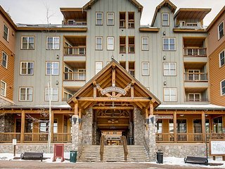 Resort-Style Buffalo Lodge Studio w/ Fireplace & Hot Tubs