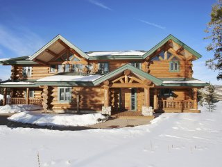 Luxury Log Home Overlooking Pole Creek- Incredible Views/FREE Activities/Hot Tub