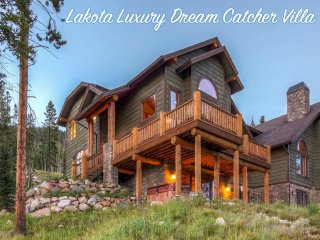 Luxury Lakota Retreat - Incredible Views/Free Activities/Custom Hot Tub/WiFi