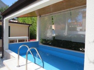 Villa Roza - Luxury Four Bedroom Villa with Private Pool
