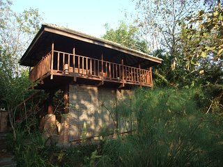 Baan Sammi Nature Resort — Chom Doi Pavilion: Wooden Lakeside Stilt-House