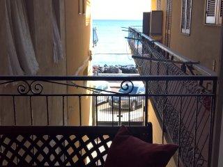 Grande appartamento nel centro di Giardini Naxos con vista mare