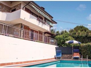 3 bedroom Villa in Mommio Castello, Tuscany, Italy : ref 5523662