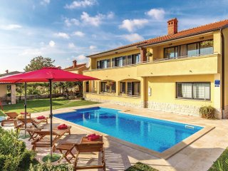 6 bedroom Villa in Čabrunići, Istria, Croatia : ref 5520507