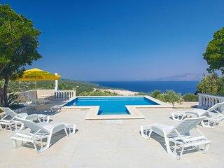 3 bedroom Villa in Pucisca, Splitsko-Dalmatinska Zupanija, Croatia : ref 5561783