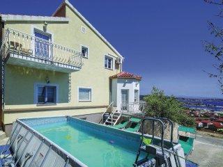 7 bedroom Villa in Donji Seget, Splitsko-Dalmatinska Zupanija, Croatia : ref 556