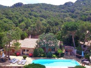 Belle villa en pierre du pays avec piscine privée de 2 à 8 personnes