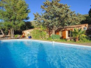 Belle villa en pierre du pays avec piscine privee de 2 a 8 personnes