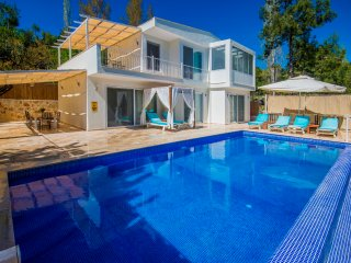 Romantic Secluded 3 Bedroom Villa with Large Pool, in Peaceful Location